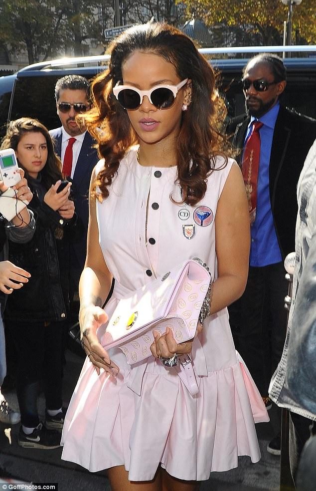 Rihanna şeker pembesi!