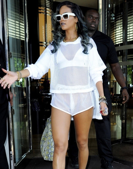 Rihanna'dan transparan şov