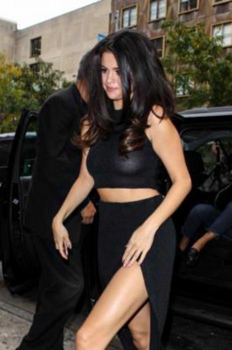 Selena Gomez iç çamaşırsız !