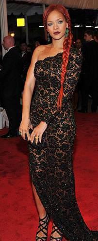 Рианна (Rihanna) в вечернем платье от Stella McCartney.