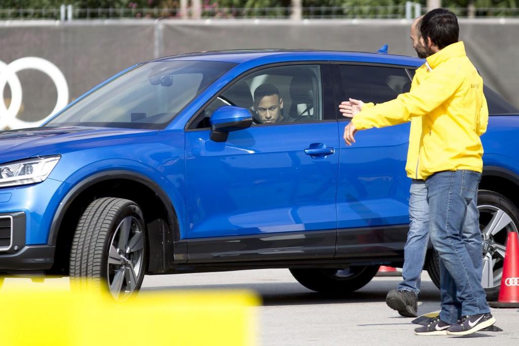 Audi'den Barcelona'lı futbolculara yeni otomobiller.