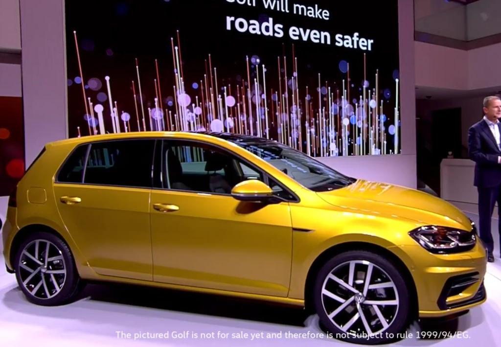 altın sarısı volkswagen golf