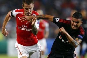 Arsenal 10 kişiyle Türkiye'de tutundu