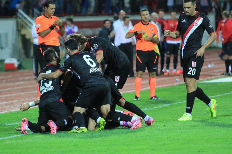 Bal�kesirspor - Galatasaray ma��n�n foto�raflar�