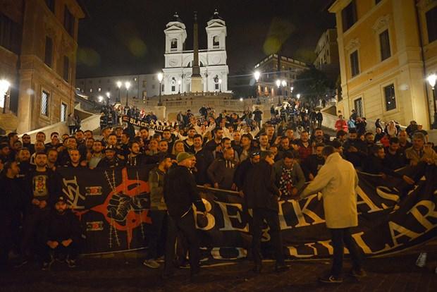 Beşiktaş taraftarları Roma'da