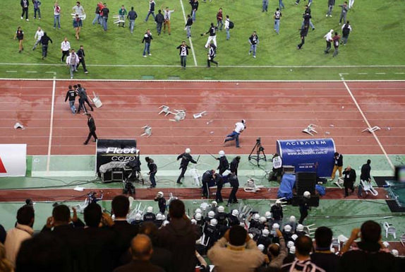 Beşiktaş-Galatasaray derbisi yarıda kaldı