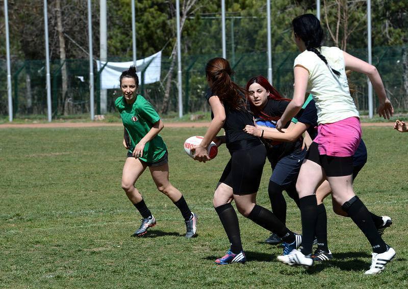 Bizim kızlar ragbi oynuyor