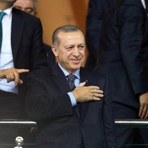Cumhurbaşkanı Erdoğan Finlandiya maçında Millilere destek verdi