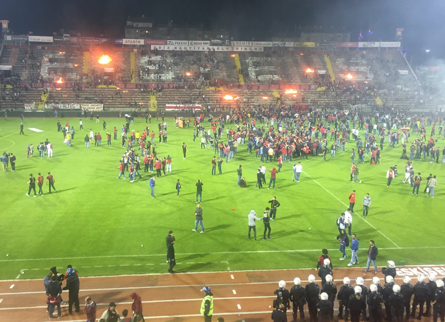 Болельщики Эскишехирспора подожгли стадион после вылета команды из Суперлиги - изображение 5