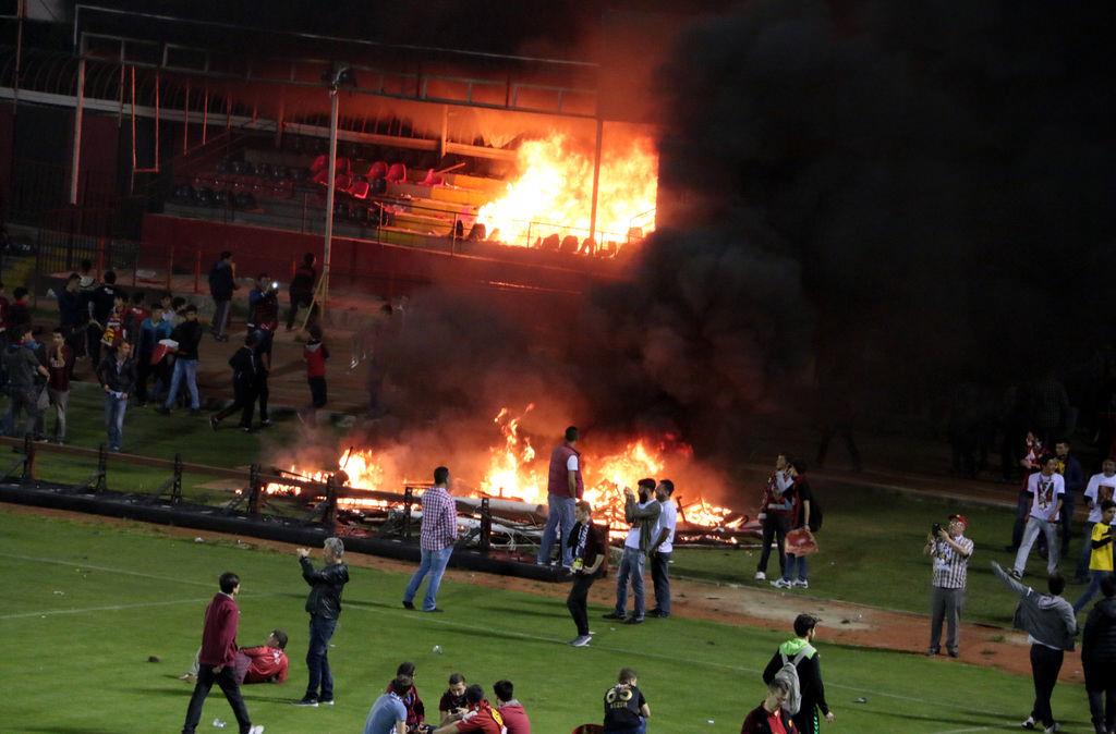 Болельщики Эскишехирспора подожгли стадион после вылета команды из Суперлиги - изображение 6