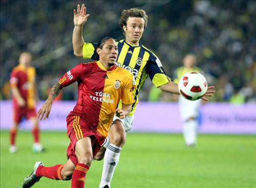 "<a href=""/index/fenerbahce"" target=""_blank"" rel=""tag"">Fenerbahçe</a> - <a href=""/index/galatasaray"" target=""_blank"" rel=""tag"">Galatasaray</a> derbi maçından kareler"