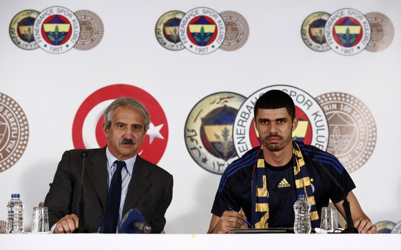 Fenerbahçe'de çifte imza atıldı