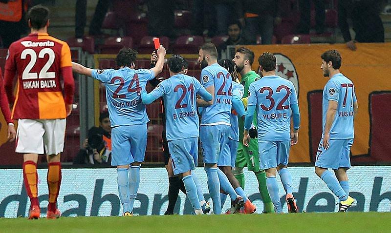 Galatasaray - Trabzonspor maçı sosyal medyayı salladı