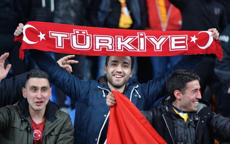 Hollanda-Türkiye maçından kareler