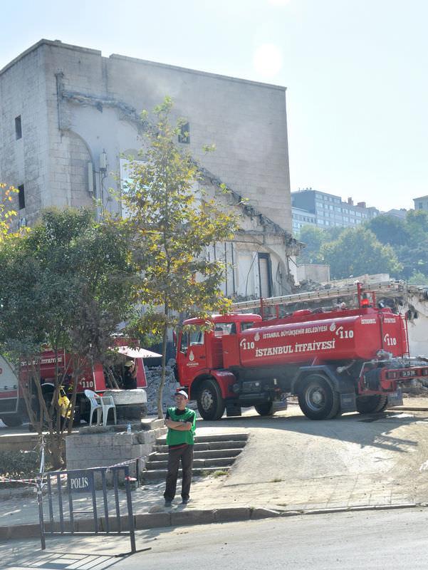 İnönü Stadı'nda yangın