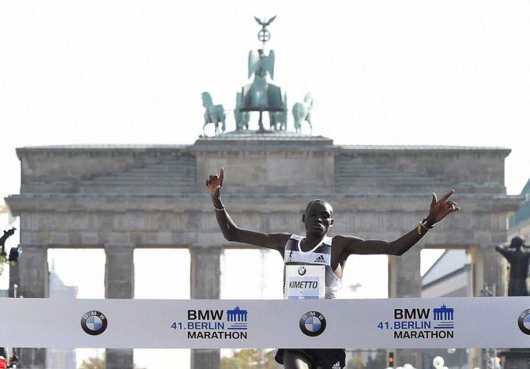 Kenyalı atletten maraton rekoru