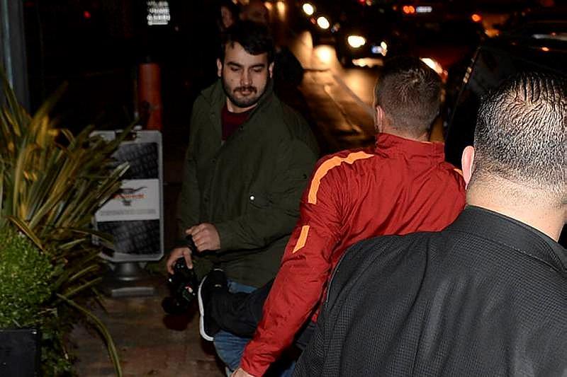 Podolski muhabire tekme attı, küfür etti!