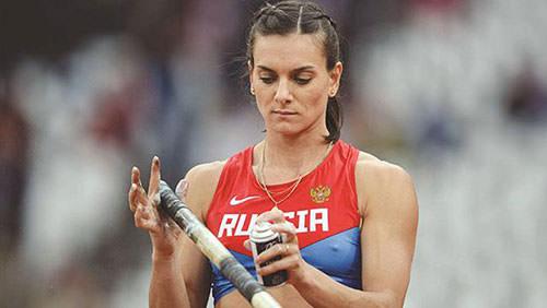 Yelena Isinbayeva Rus ordusuna katıldı