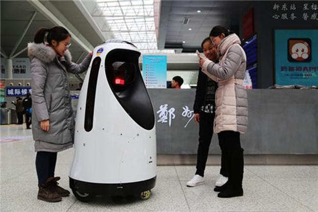 Çin'de 'RoboCop'lar göreve başladı