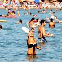 Antalya'da sahiller t�kl�m t�kl�m doldu