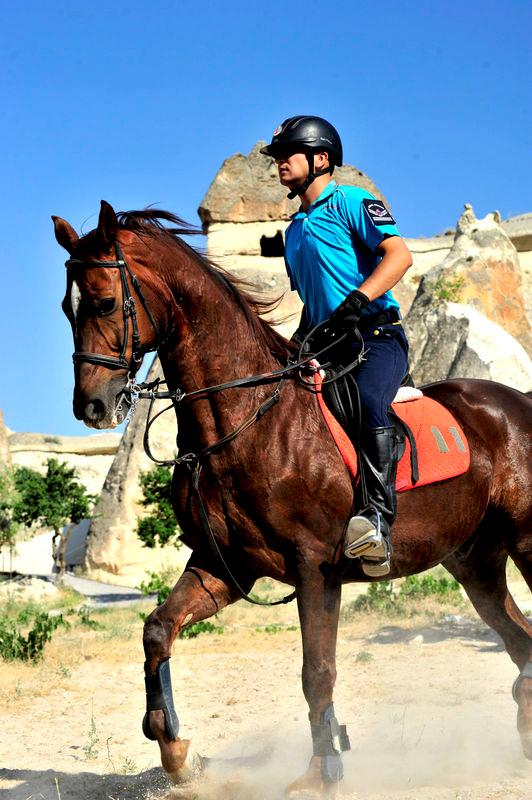 Kapadokya'da atlı ve motorize jandarma timleri