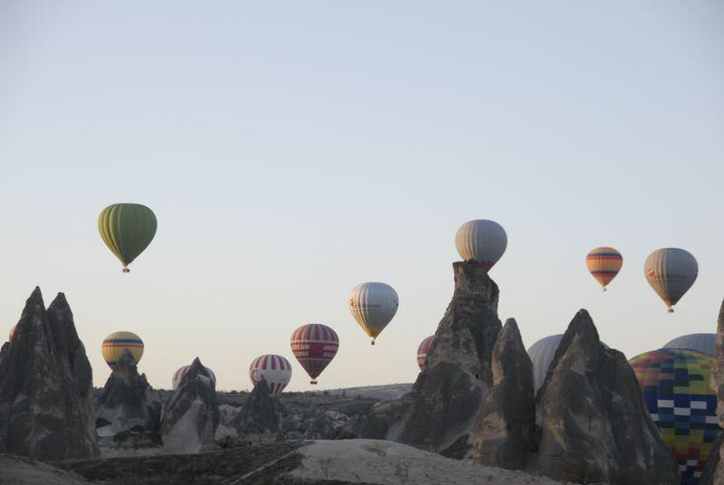 """Kapadokya'da balonlar """"Ata'ya saygı"""" için havalandı"""