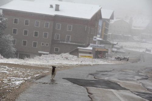 Uludağ'da mevsimin ilk karı yağdı