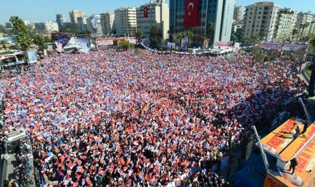 Adana'da Başbakan'a sevgi seli