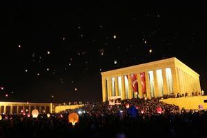 """Anıtkabir'de 1915 """"barış balonu"""" uçuruldu"""