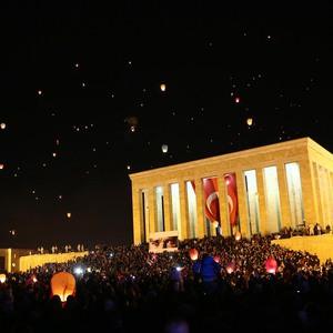 Anıtkabir'de 1915 barış balonu uçuruldu