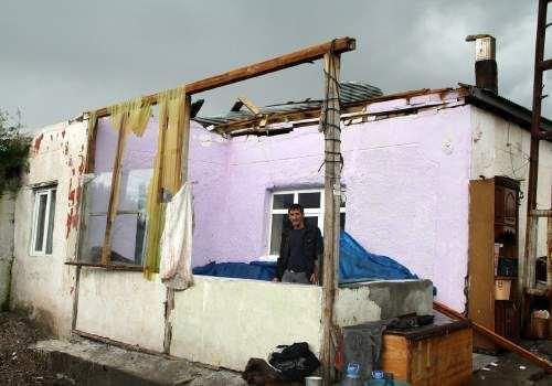 Kasırga Ardahan'ı yerle bir etti