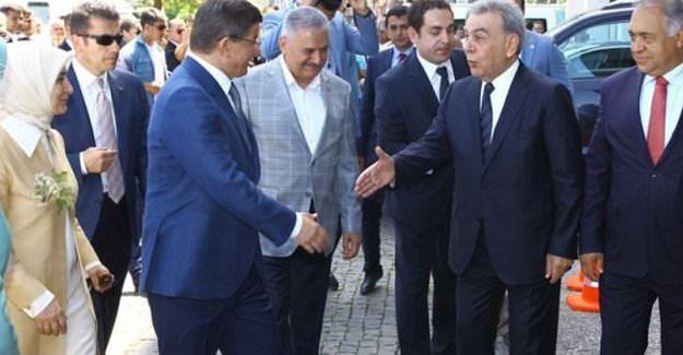 Aziz Kocaoğlu, Başbakan Davutoğlu'nu karşıladı