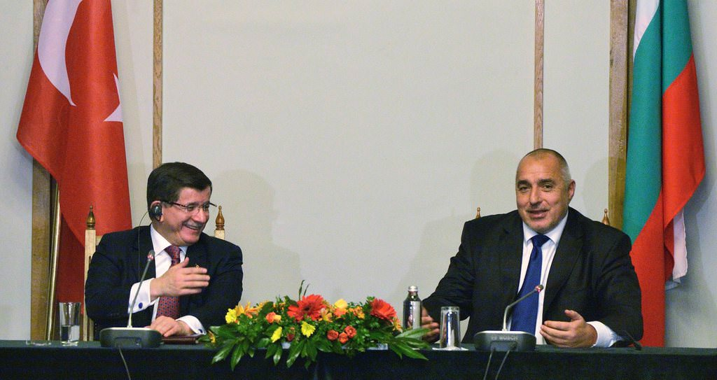 Başbakan Davutoğlu'na büyük ilgi