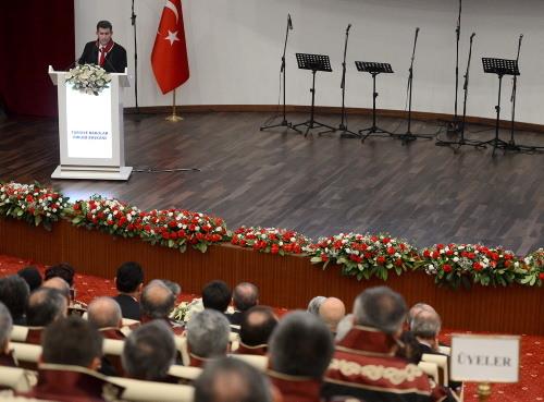Başbakan Erdoğan Danıştay salonunu terketti