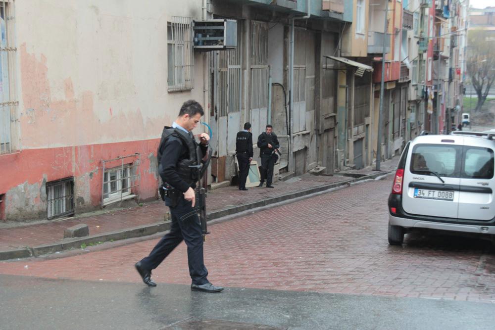 Bayrampaşa'da çatışma anı böyle görüntülendi!