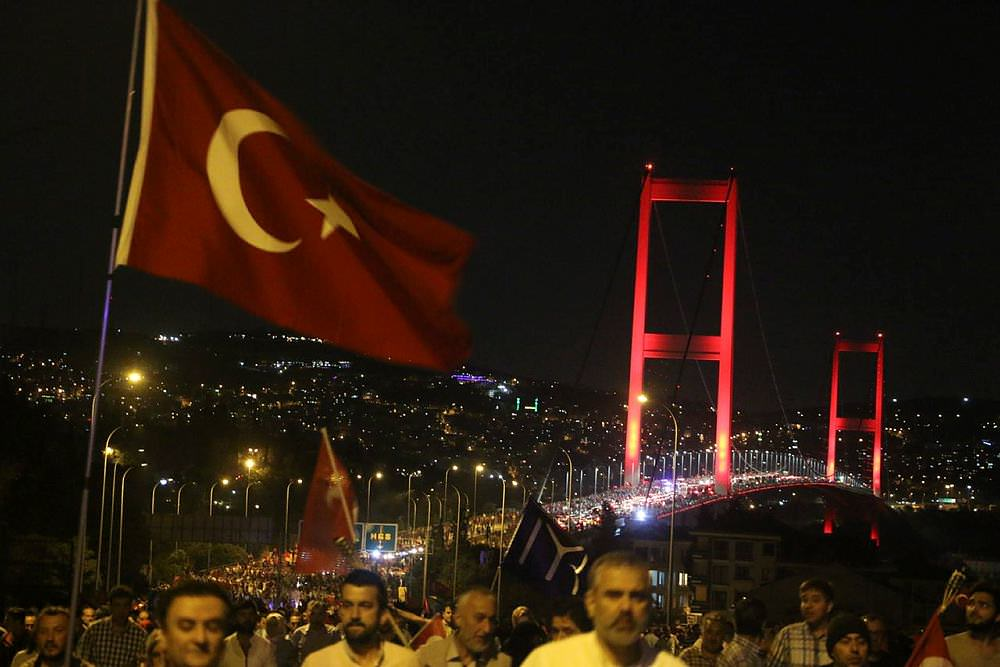 Boğaziçi Köprüsü'nde demokrasi nöbeti!