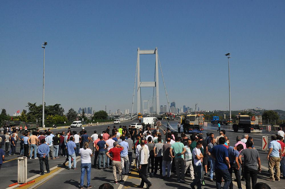 Boğaziçi Köprüsü'ndeki tanklar kaldırıldı