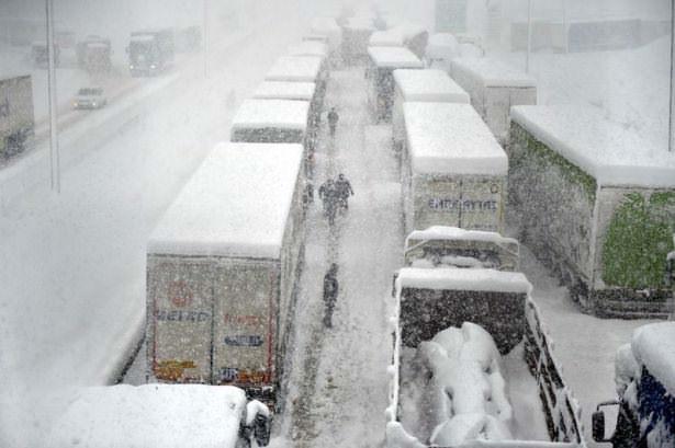 Bolu Dağı'nda onlarca araç mahsur kaldı