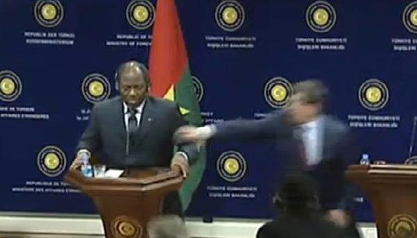 Burkina Faso Dışişleri Bakanı canlı yayında bayıldı