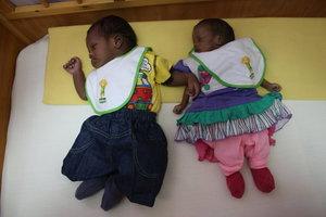 Cibuti'de Tayyip ve Emine bebek