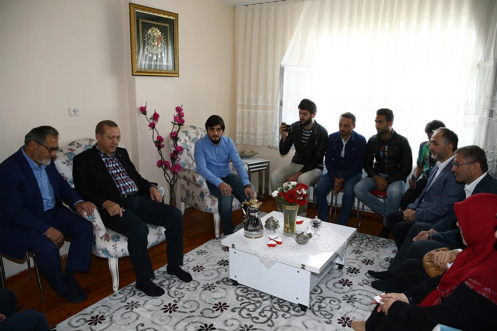 Cumhurbaşkanı Erdoğan şehit ailelerini ve gazileri ziyaret etti
