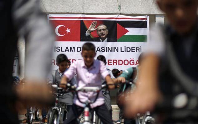 Cumhurbaşkanı Erdoğan'ın gönderdiği bisikletler dağıtılmaya başlandı