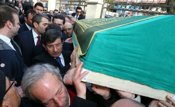 Davutoğlu arkadaşının cenazesine katıldı