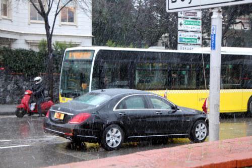 Erdoğan'ın aracı trafiğe takıldı