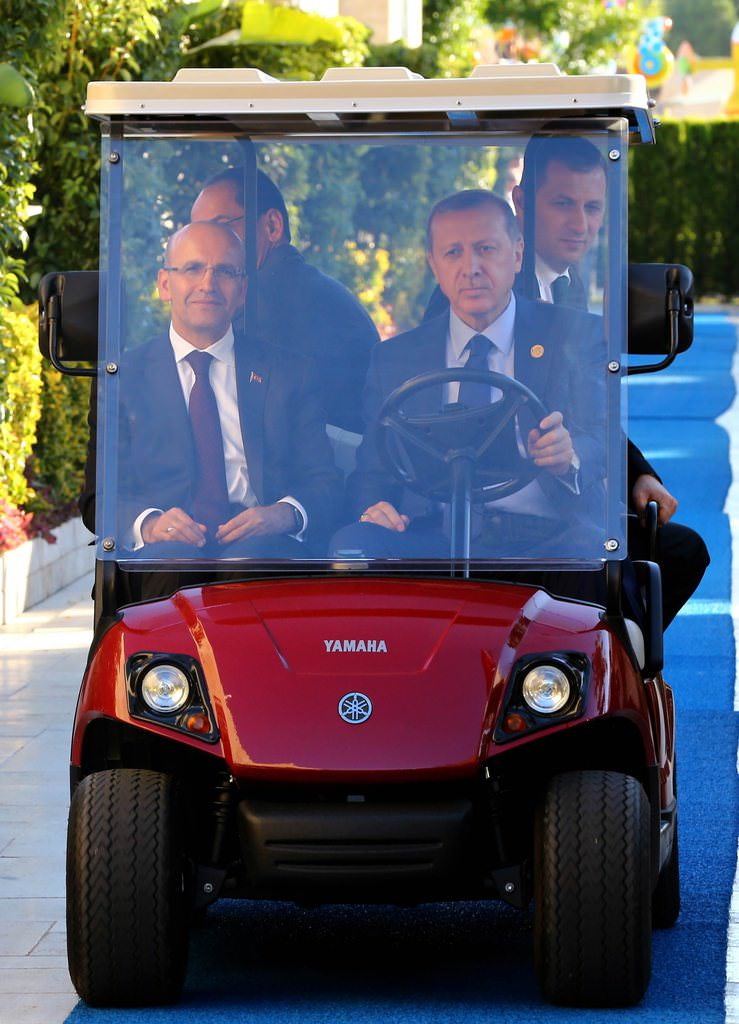 Golf arabasının direksiyonunda Erdoğan var