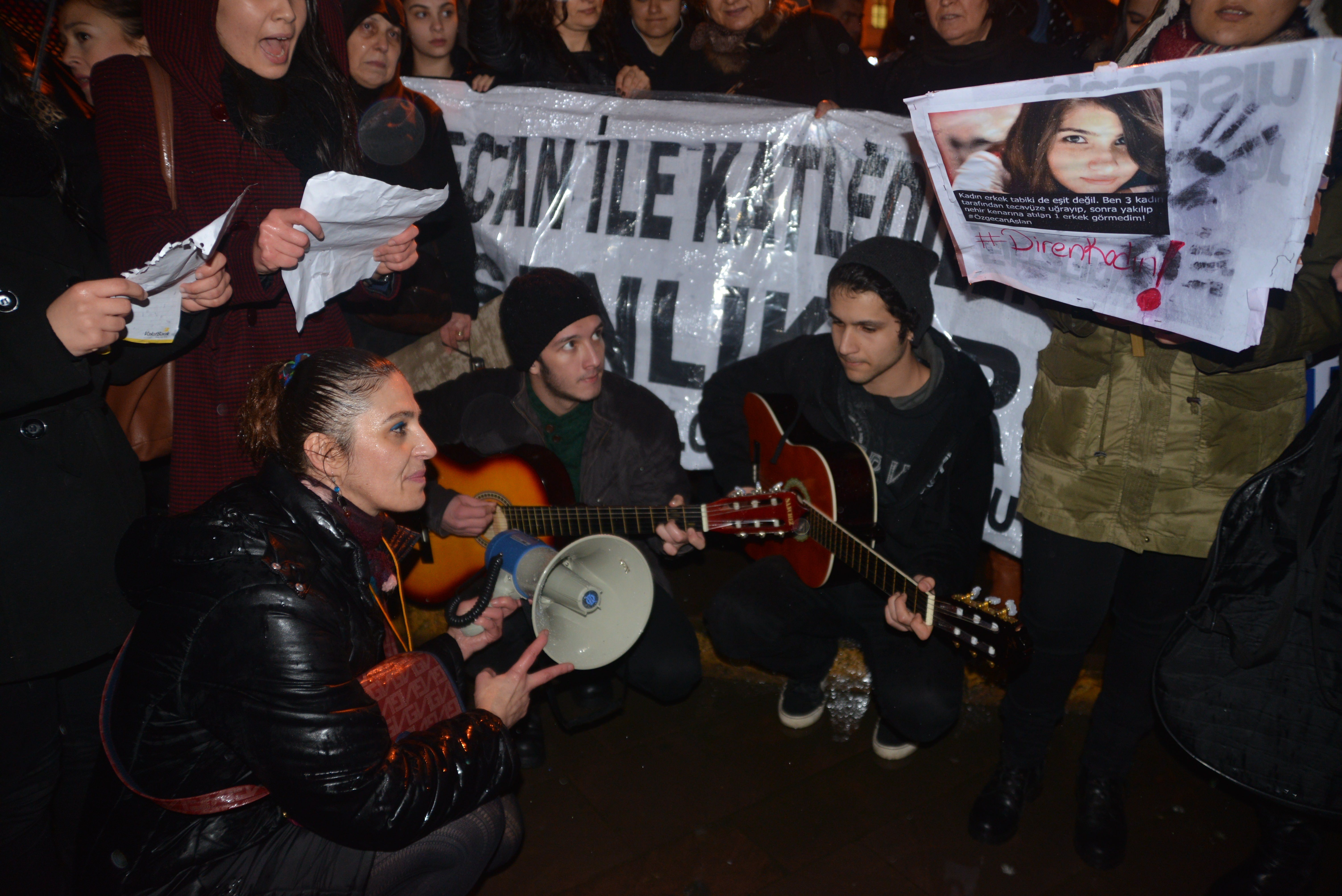 Özgecan Aslan için tüm yurtta protesto