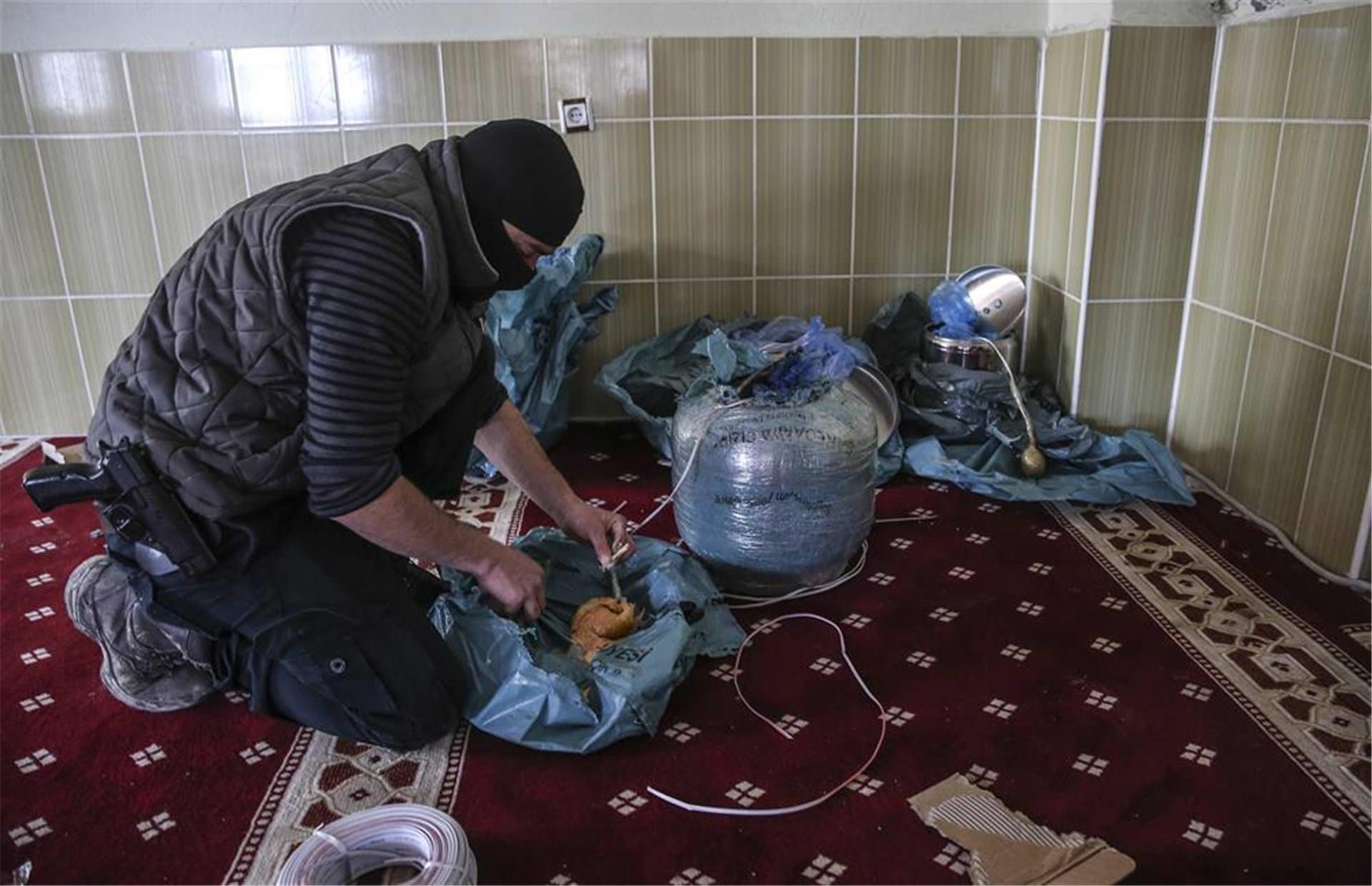 PKK'lılar camiye de bomba yerleştirmiş!