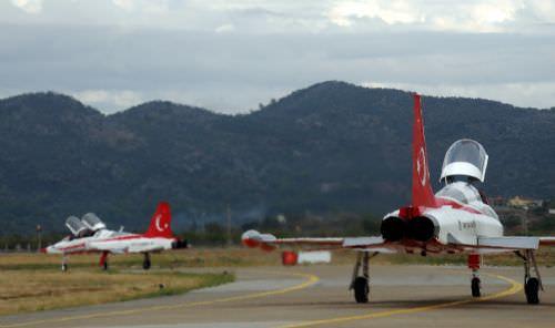Türk Yıldızları'ndan nefes kesen gösteri