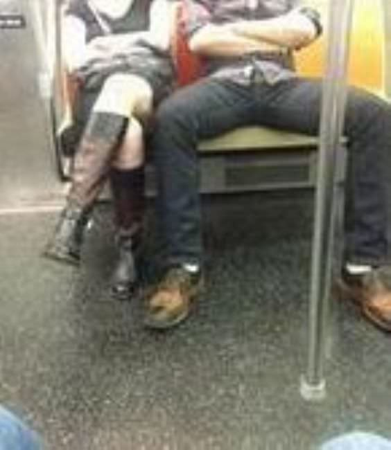 Twitter'da 'bacaklarını topla' isyanı
