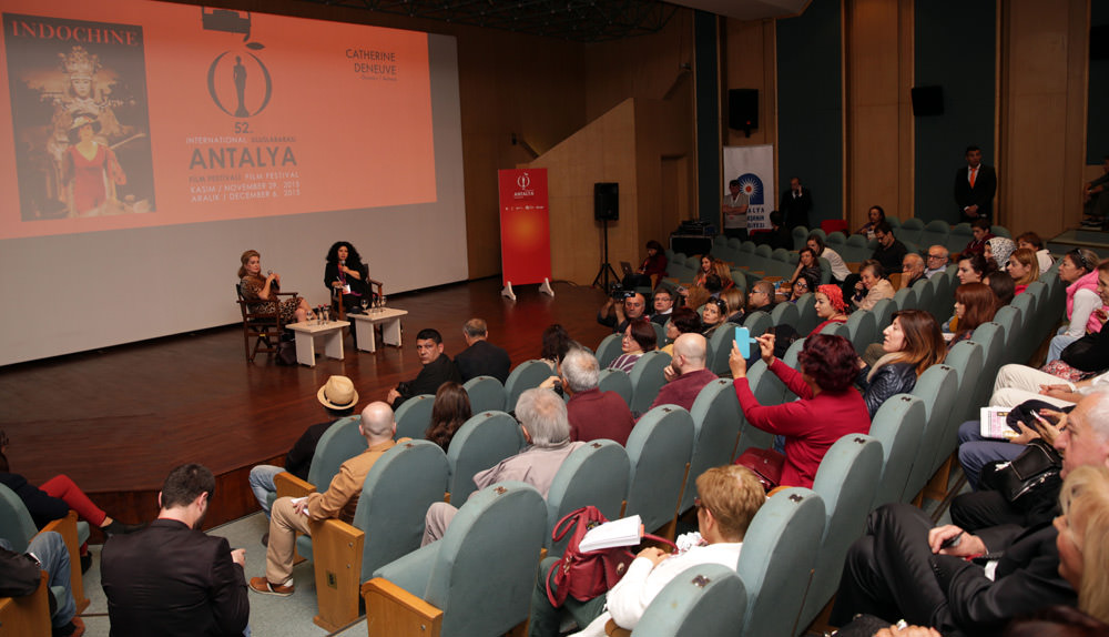 Catherine Denevue Antalya'da